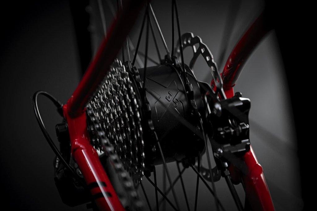 eSCULTURA 400 Glossy Race Red / Black